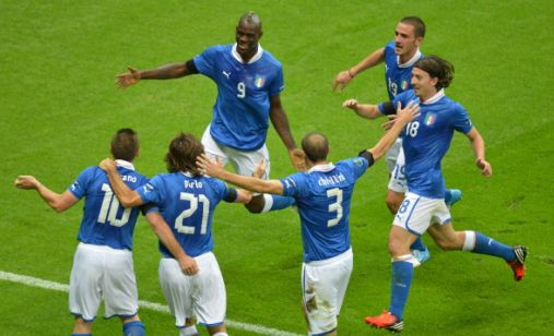 Italia Germania esultanza azzurra dopo il gol di Mario Balotelli