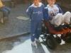 1988-08-pietro-e-sua-sorella-chiara-sopra-la-motoretta-che-gli-avevano-comprato-per-aiutarlo-a-giocare-con-altri-bambini