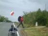 2013-06-cammini-che-si-incrociano-pietro-sullasfalto-e-pellegrino-sul-cammino-sterrato
